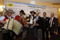 """LH Dr. Peter Kaiser, Präs. Stefan Hochstaffl und LL Otmar Striednig und """"Stinksocken"""""""