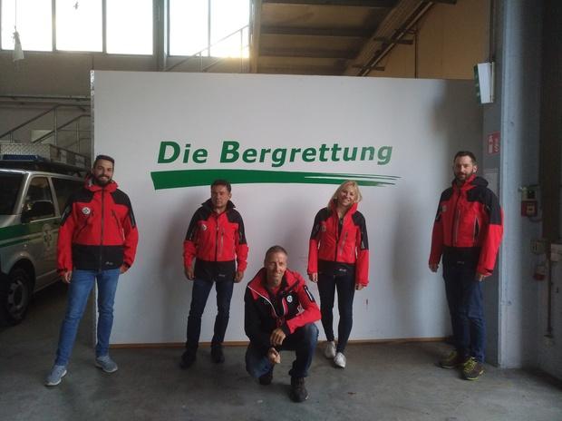 Die vier neuen Mitglieder der Ortsstelle Klagenfurt mit Ortstellenleiter Kurt Müller