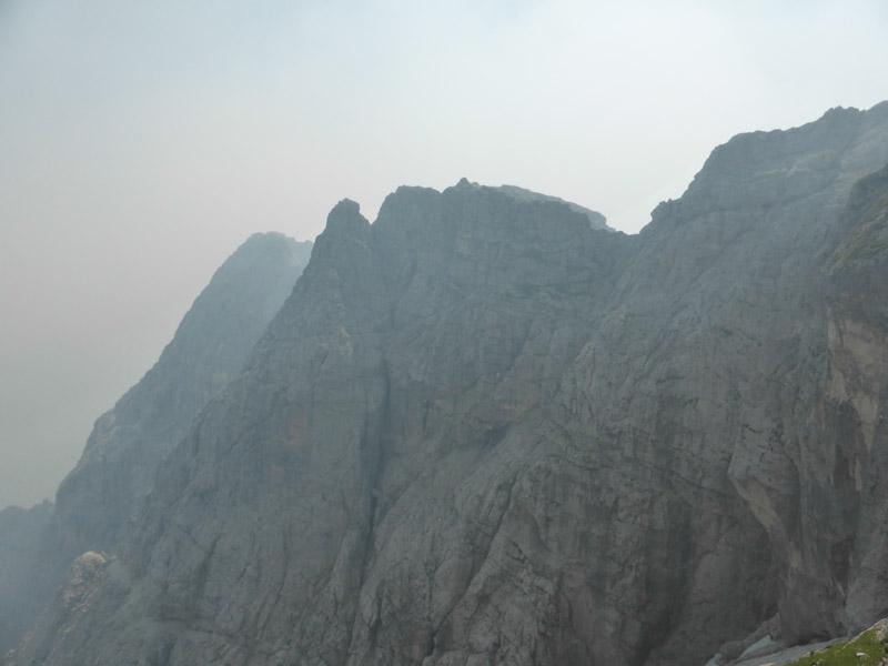 Rauch über dem Gamsmutterzug (Wischberggruppe, Julische Alpen)